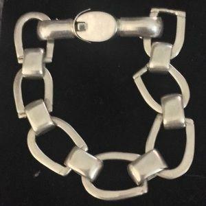 Jewelry - EUC .925 horseshoe shaped link bracelet